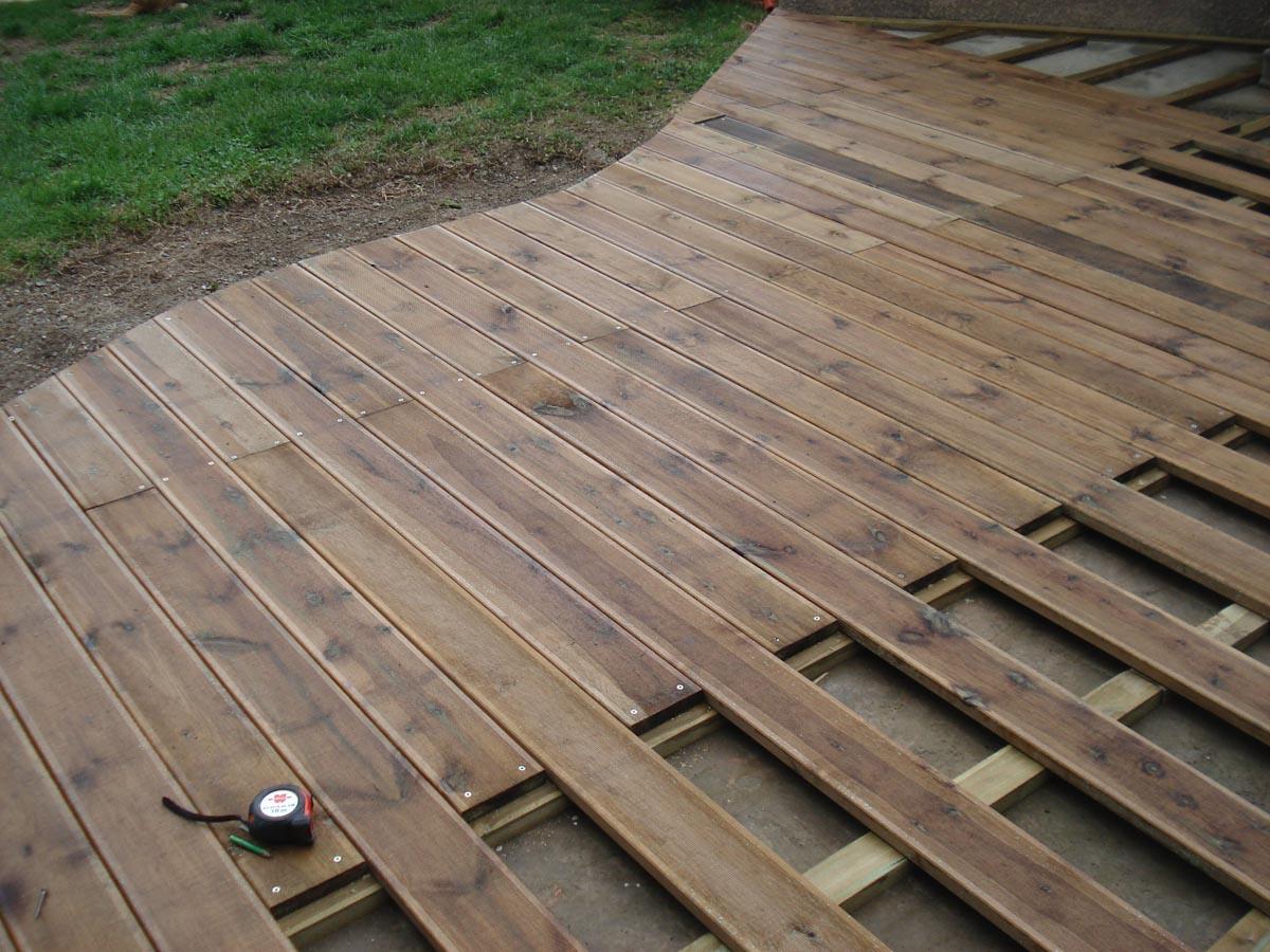 Terrasse exotique avec spa coin d tente et bois flott for Terrasse bois flotte