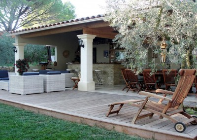 Jardin méditerranéen avec implantation piscine et terrasse ...